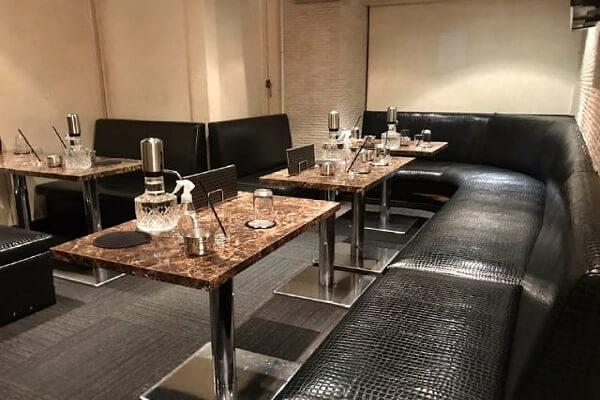 キャストと二人で使うのに丁度良い大きさのテーブル